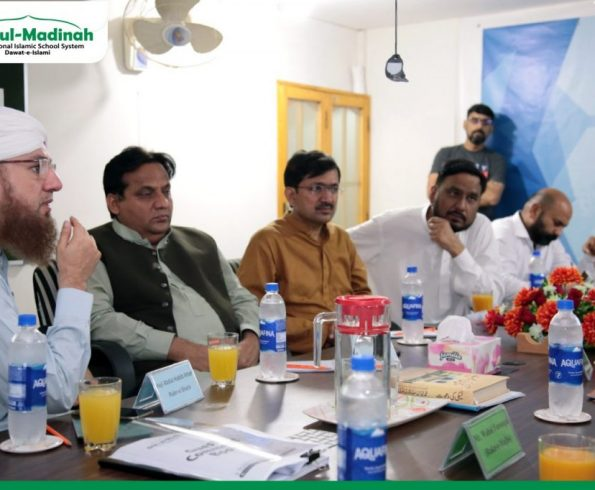 Journalists, media directors and other personalities visited Head Office of Dar-ul-Madinah
