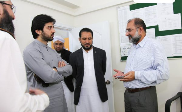 Anchorperson Adil Abbasi visited Head Office of Dar-ul-Madinah International Islamic School System!